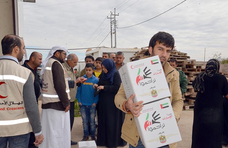 فرق الهلال الأحمر توزع مساعدات إغاثية لسكان مدينتي ربيعة وعقره في العراق