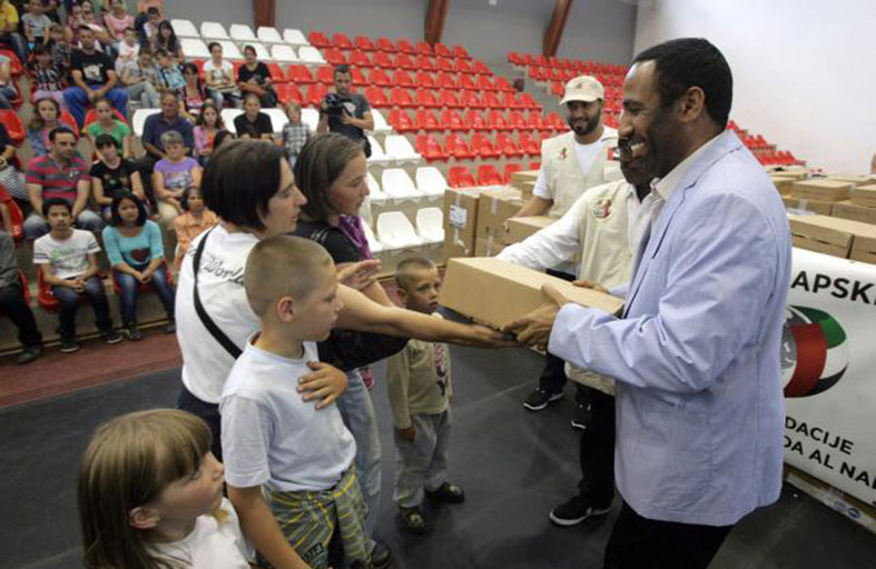 مؤسسة خليفة الإنسانية تواصل توزيع المساعدات الإغاثية على المتضررين من الفيضانات في صربيا