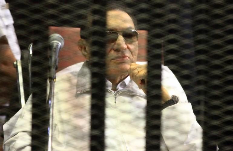 إخلاء سبيل علاء وجمال بشرط وتأجيل محاكمة مبارك