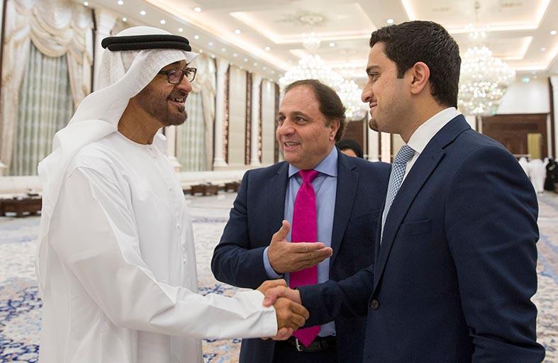 محمد بن زايد يستقبل فريق مبادرة الشيخة فاطمة بنت محمد