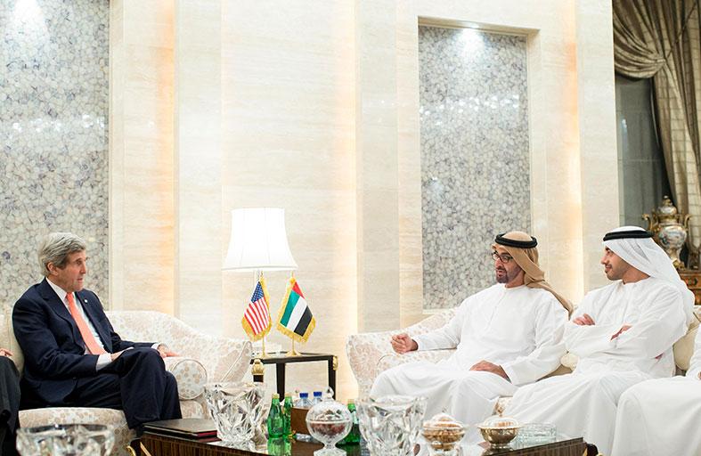 محمد بن زايد يبحث مع كيري العلاقات الثنائية والمستجدات على الساحتين الإقليمية والدولية