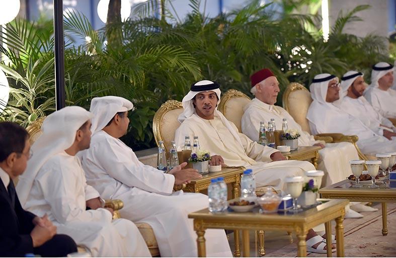 منصور بن زايد يحضر مأدبة افطار دائرة القضاء