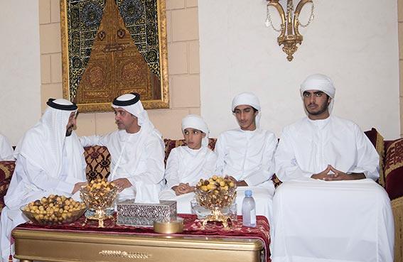 هزاع بن زايد يحضر مأدبة إفطار سهيل بن مبارك الكتبي