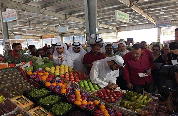 وزارة الاقتصاد تنظم جولة تفقدية لسوق الخضراوات والفواكه بأبوظبي