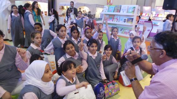 كلمات تنظم جلسات قرائية للأطفال في الشارقة للكتاب