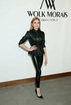 كاثرين ماكنمارا خلال حضورها عرض أزياء Wolk Morais في فندق غرب هوليوود ، كاليفورنيا.   (ا ف ب)