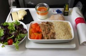 لماذا تختلف وجبات الطيارين عن المسافرين؟