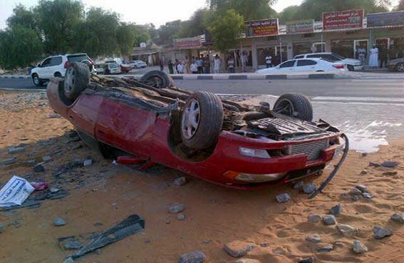 11 مصابا بينهم مواطنان في حادثي تدهور سيارتين برأس الخيمة