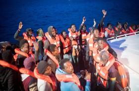 السماح لسفينة إنقاذ بإنزال مهاجرين في لامبيدوسا