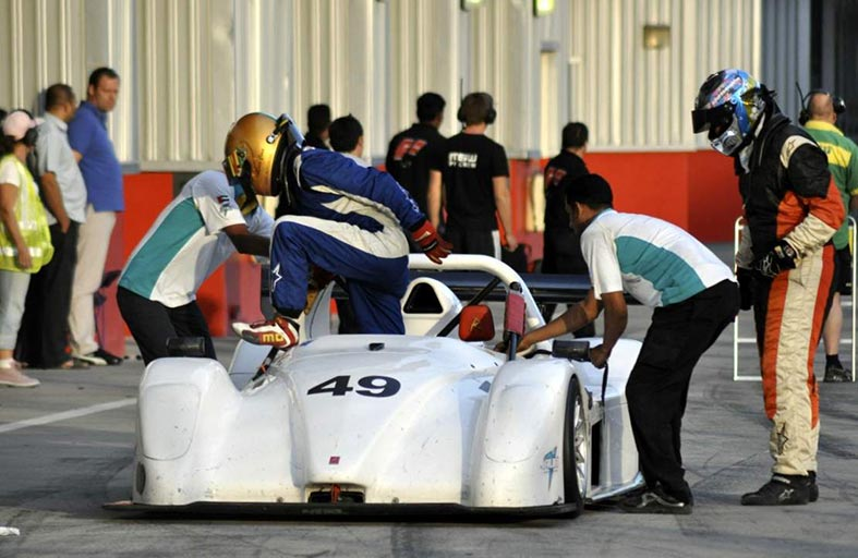 لوكا سيما يشارك في سباق 'هانكوك 24 ساعة دبي' ضمن فريق 'سورج'