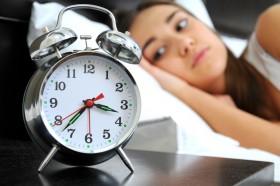 لماذا نستيقظ من النوم ليلا؟ هذه رسائل جسمك إليك