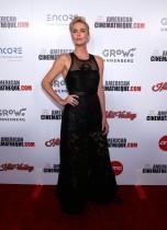 تشارليز ثيرون خلال حضورها جائزة السينما الأمريكية 2019 في بيفرلي هيلز، كاليفورنيا.  رويترز