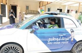 شرطة أبوظبي ومؤسسة أمنية  تسعدان طفلاً إماراتياً