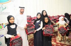 «صقر الخيرية » توزع حقائب وقرطاسية على 4750 طالباً