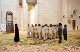 «أبطال عام زايد» يزورون جامع الشيخ زايد وواحة الكرامة