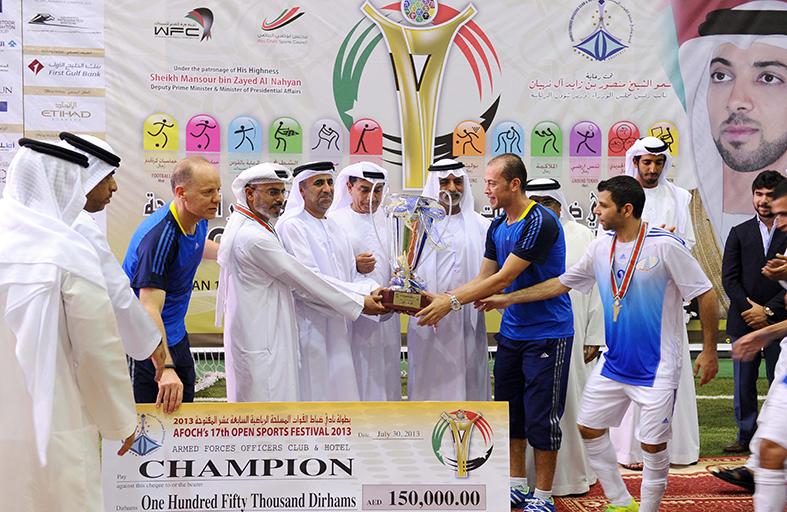 نهيان بن مبارك يتوج الفائزين في ختام أولمبياد نادي الضباط