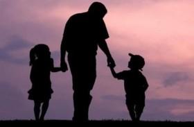 الآباء أكثر سعادة بالأبوة