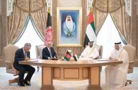 محمد بن زايد والرئيس الأفغاني يشهدان توقيع عدد من مذكرات التفاهم بين البلدين