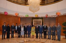 الاقتصاد تناقش سبل توسع الاستثمارات الإماراتية في هونج كونج والصين