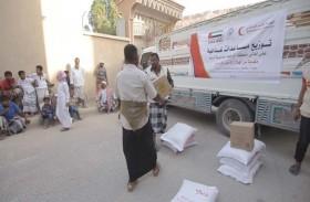 الهلال يوزع مساعدات غذائية في وادي حضرموت