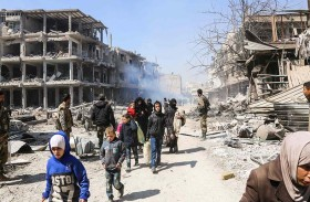 استمرار النزوح الجماعي في سوريا والهجمات على جبهتين