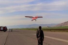 يزور 50 دولة بطائرة شراعية