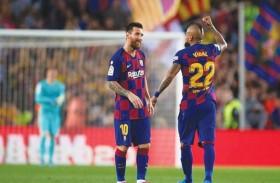 فيدال: أعتقد أن ميسي سيبقى في برشلونة