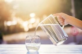 شرب الماء..  هل هو معادلة معقدة لهذا الحد؟