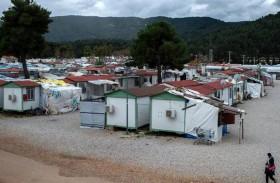 اليونان تعزل مخيما ثانيا للاجئين