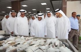 وزير التغير المناخي والبيئة يلتقي صيادي رأس الخيمة