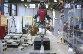 روبوت يمشي على الحبل