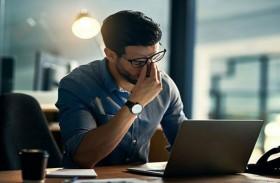 كيف تحمي عينيك من متلازمة النظر إلى الكمبيوتر؟