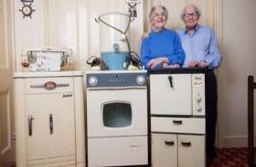 زوجان يستخدمان نفس الأدوات المنزلية منذ 60 عاماً
