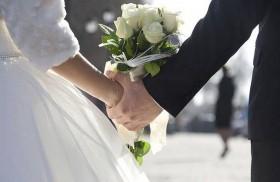 يجبران المدعوين لتغطية تكاليف زواجهما