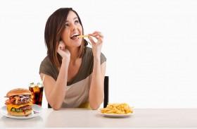 لهذا السبب لا يقاوم الدماغ تناول بعض الأغذية