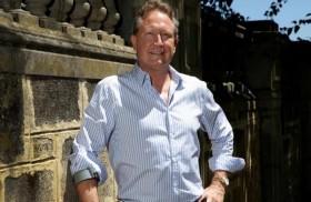 رجل أعمال أسترالي يقدم تبرعاً خيرياً قياسياً