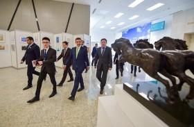 عبدالله بن زايد يزور المتحف الوطني ومسجد حضرة سلطان في كازاخستان