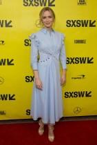 إميلي بلونت لدى حضورها العرض الأول لفيلم (المكان الهاديء) في مسرح باراماونت بتكساس. (ا ف ب)