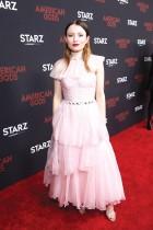 إيميلي براوننج لدى وصولها لحضور العرض الأول لفيلم American Gods  في لوس أنجلوس، كاليفورنيا.ا ف ب