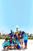 أعضاء الفريق الأمريكي هارلم غلوبتروترز الاستعراضي العالمي لكرة السلة يزورون ياس ووتروورلد
