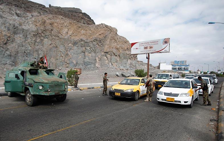 رهينة نمساوي يدعو لدفع فدية لخاطفيه .. مخاوف من تصاعد العنف في جنوب اليمن