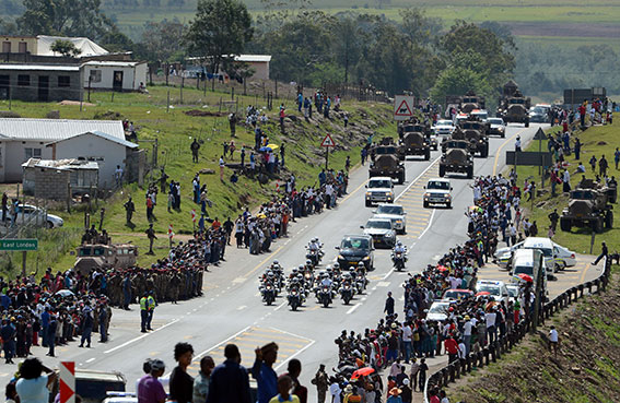 سكان أورانيا: لم نذرف الدمع على مانديلا