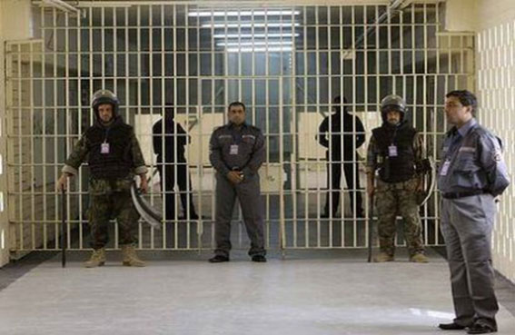 العراق يحذر من كارثة إنسانية في السجون