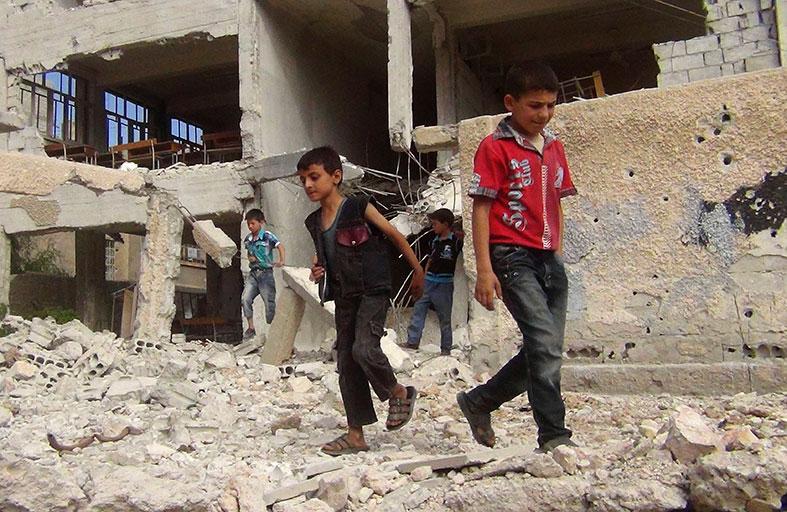 أطفال سوريا يأكلون أوراق الشجر للبقاء أحياء