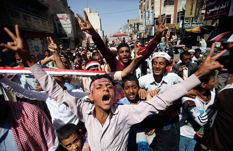 الإمارات تعلق أعمال سفارتها في صنعاء ووزراء التعاون يبحثون الأزمة