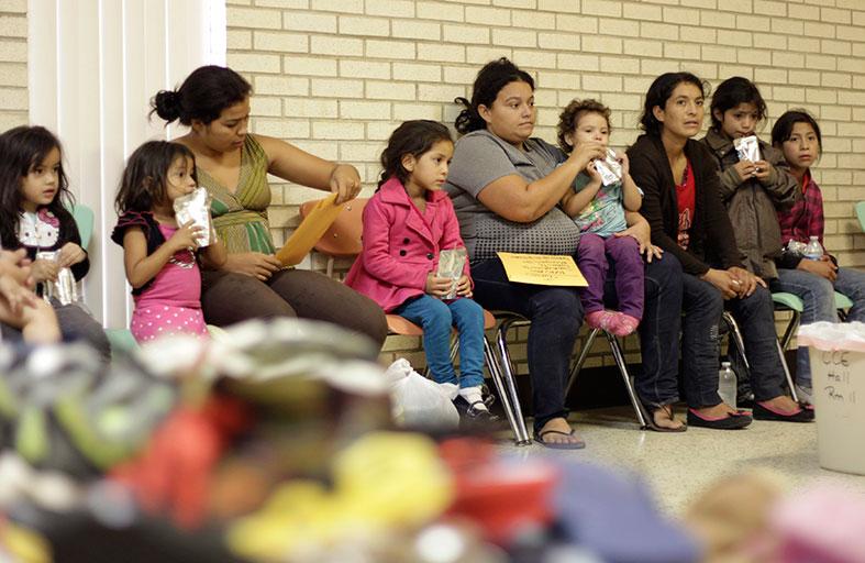 أوباما سيطلب ملياري دولار لاحتواء هجرة الأطفال