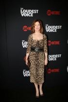 الممثلة دانا ديلاني لدى وصولها لحضور العرض الأول للمسلسل التلفزيوني لشوتايم الصوت الأعلى في نيويورك. رويترز