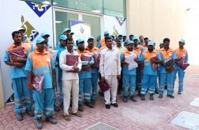 النعيمي الخيرية توزع الحقيبة الشتوية على 500 عامل