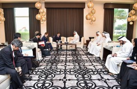 عبدالله بن زايد يستقبل وزير الاقتصاد والتجارة والصناعة الياباني