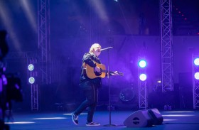 النجم العالمي لويس كابالدي يشعل «مسرح المجاز» بباقة من أجمل الأغنيات